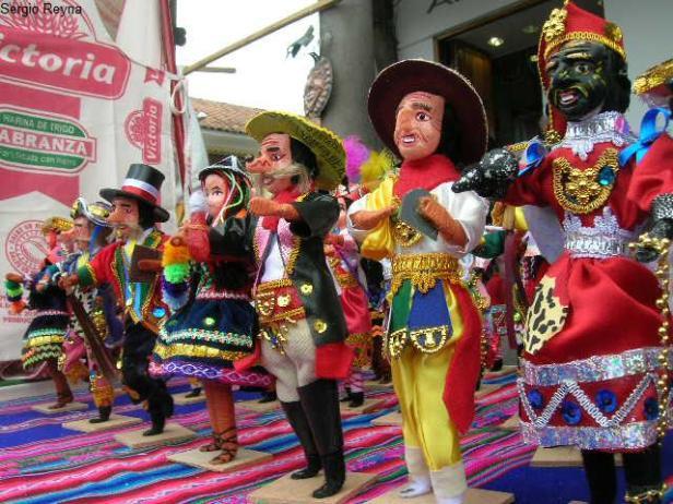 """Christmas fair in Cusco"""