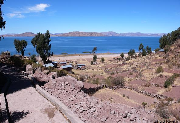 a village on Titicaca´s shore