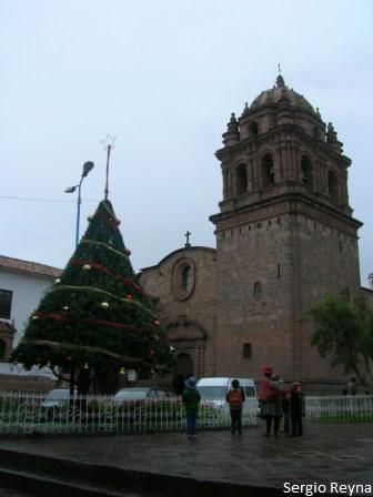 Christmas tree before Santo Domingo church