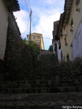 Amargura street: hike to Sacsayhuaman