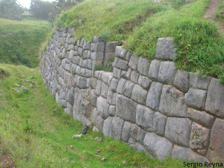 Impressive wall in Huchuy Qenqo